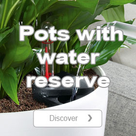 Pots and planters with water reservoir