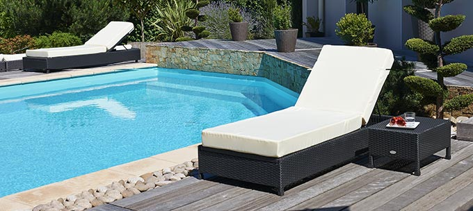 lit de piscine en r sine tress e noir ex vente lit de. Black Bedroom Furniture Sets. Home Design Ideas