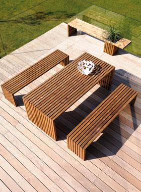 Ex table et bancs de jardin en bois karel burger vente for Table et banc de jardin en bois
